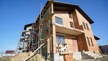 Hihetetlen, de fotelben ülve is lehet lakást építeni