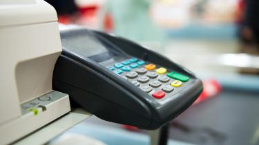 Hova tűnnek el a kártyaterminálok a boltokból? - Ez zajlik a háttérben