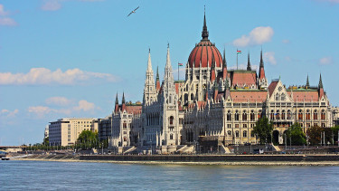 Hungarians go crazy for new superbond - will it have to be reined in?