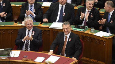 Hungary ruling coalition passes 'slavery bill', court reform amidst scandal