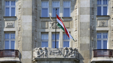Hungary sells HUF 500 bn of new super bond in a week