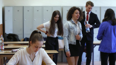 Hungary to allow no private students from 2020