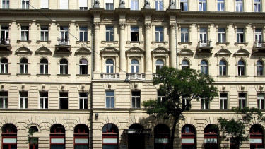 Hungary to make a call on Budapest Bank sell-off by year-end - paper