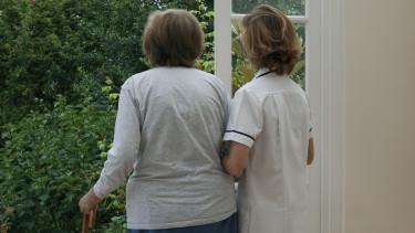 idősotthon ápolás öreg ápoló