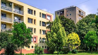 Így változtak a fizetések és a kínálati lakásárak az országban