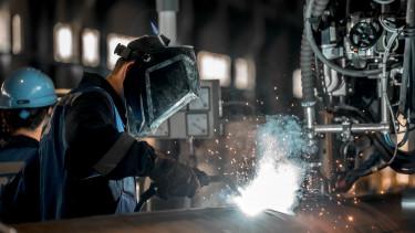 ipari munkás dolgozó hegeszt