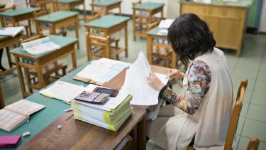 iskola oktatás tanár pedagógus
