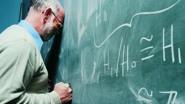 iskola tanár oktatás tábla tanító ideges