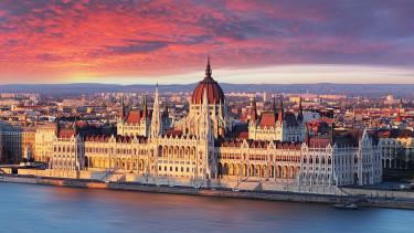 Itt a bizonyíték, milyen durván szétszakadt Magyarország - Hihetetlen különbségek a fizetésekben
