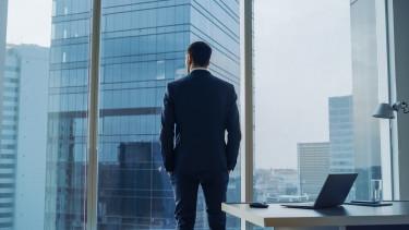 Itt a cégek listája, ahol a vezető 1000-szer több pénzt visz haza, mint a medián bér