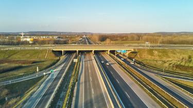 Itt a hétfő: baleset miatt leállt a forgalom az M3-ason