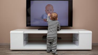 Itt a hivatalos ajánlás: kétéves kor előtt ne nézzenek semmilyen képernyőt a gyerekek