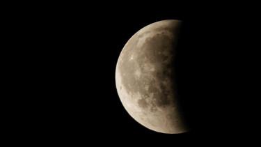 Japán milliárdos lesz az első Hold-kerülő űrturista