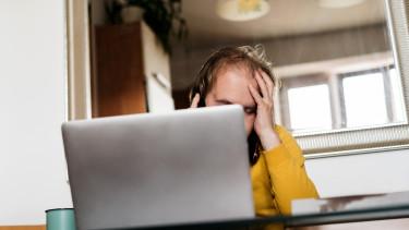 járvány vírus home office dolgozó munkás