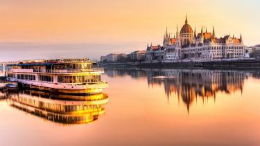 Kapkodnak a magyar cégek után, milliárdok ömölhetnek az országba