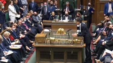 keir-starmer-ed-miliband-koronavirus-brit-parlament