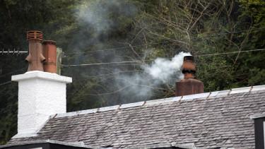 kémény füst szmog éegtés ház tető
