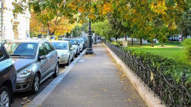 Kerékbilincs helyett elszállítják a szabálytalanul parkoló autókat
