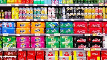 Kezd eltűnni a cukor a hazai cukros üdítőkből