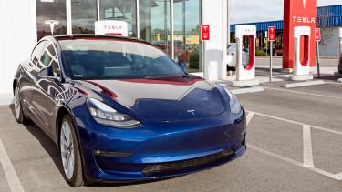 Kibukott, darabonként mennyit veszíthet a Tesla a legolcsóbb modelljén