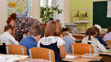 Kiderült: olyan súlyosan alulfizetett itthon a tanári pálya, hogy még a gyerekeinek sem ajánlja senk