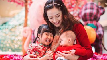 kínai anyuka kisbaba újszülött