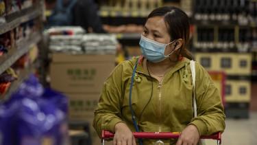 kínai csaj maszkban