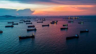 Kitört a felvásárlási háború - Váratlanul rálicitáltak az olajóriásra