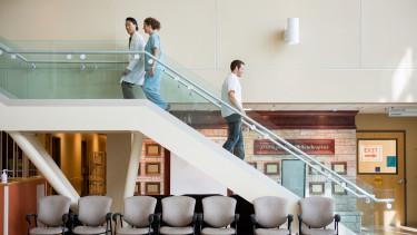 Költségvetési felügyelőket kapnak a nyakukba az eladósodott kórházak