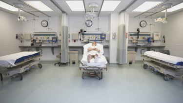 kórház ágy beteg