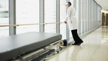 kórház orvos