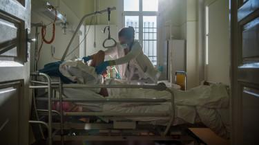 kórházi ágy ápoló beteg