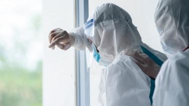 koronavírus egészségügy kórház dolgozó járvány