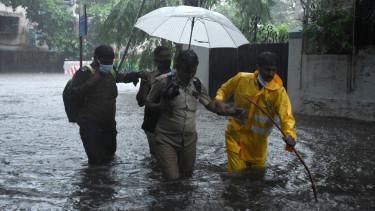 koronavírus india esőzés