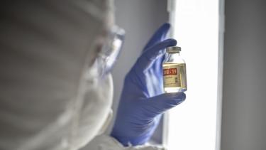 koronavírus járvány covid-19 vakcina oltás ampulla