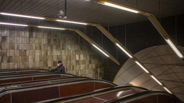 koronavírus járvány csehország maszk prága metró