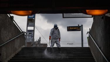 koronavírus járvány fertőtlenítés astoria budapest munkás