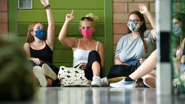 koronavírus járvány iskola maszk