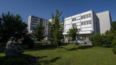 koronavírus járvány kórház hatvani Albert Schweitzer Kórház- Rendelõintézet épülete