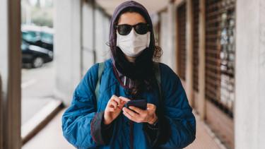 koronavírus járvány megfigyelés szoftver okostelefon karantén rendőrség