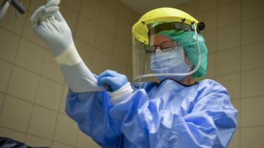 koronavírus járvány orvos doktor védőfelszerelés maszk