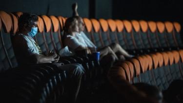 koronavírus korlátozás mozi nyitás szavazás