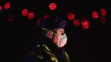 koronavírus rendőr