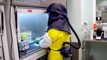 koronavírus szkafander nnk