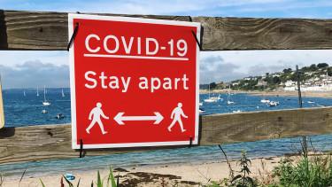koronavirus tengerpart nyár covid