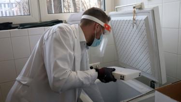 koronavírus vakcina kórház mti