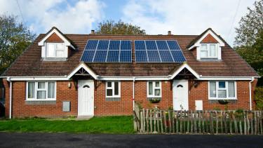 Kötelező napelem az új építésű házakon - Ez lenne a jövő?