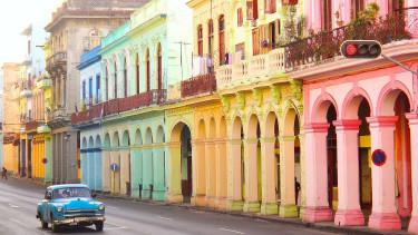 Kubában lényegében eltörlik a kommunizmust