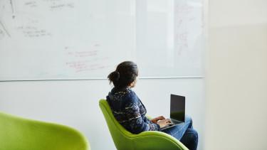 kutatás fejesztés munkaerő dolgozó irodai munkás
