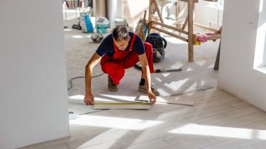 lakásfelújítás építkezés munkás otthon